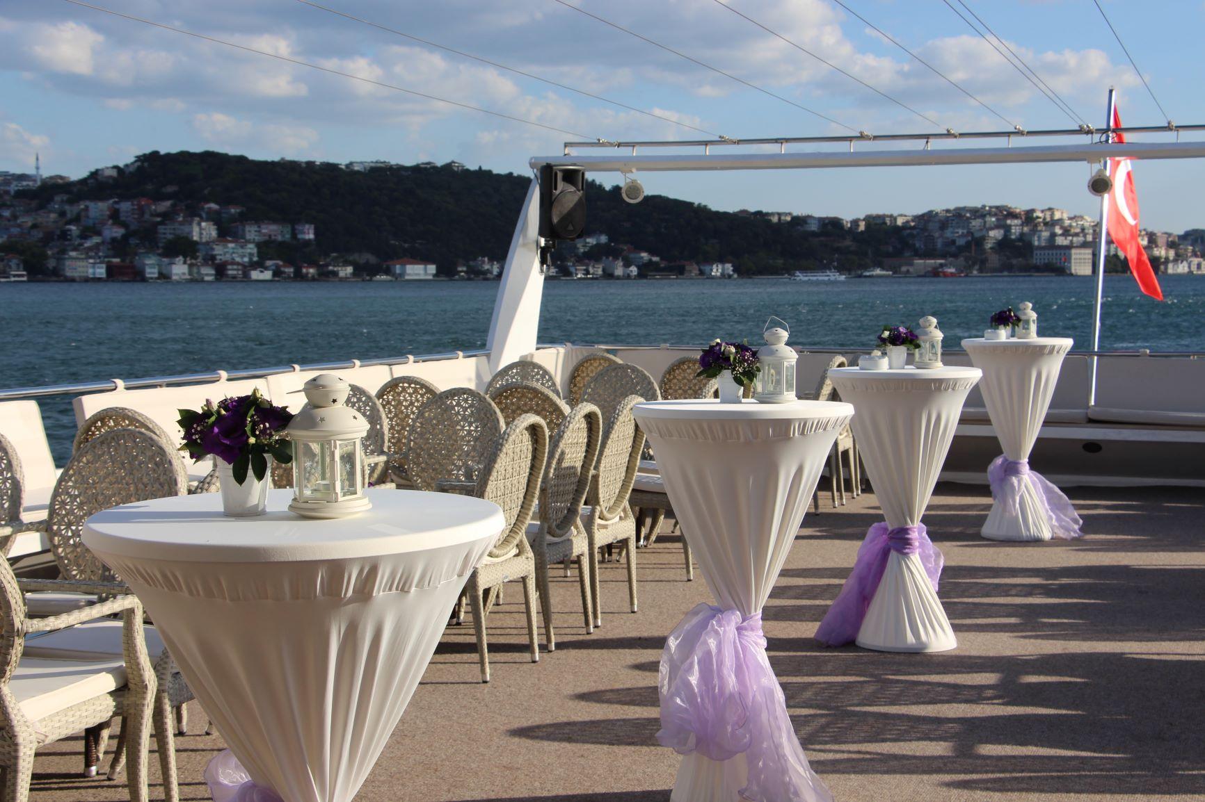 Teknede Düğün Davetinde Ne Giyilir?